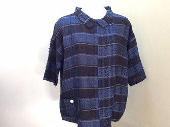 紺と黒の横縞セーターの画像
