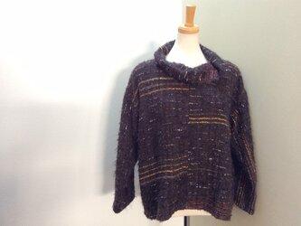 茶色のセーターの画像