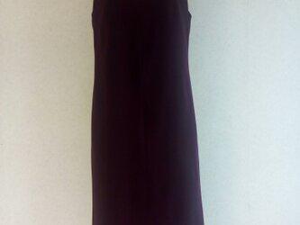 ワインレッドのジャンバースカートの画像