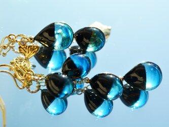 【冬季限定】ブラック×ブルー*アシンメトリーピアスorイヤリング(ゴールド)の画像