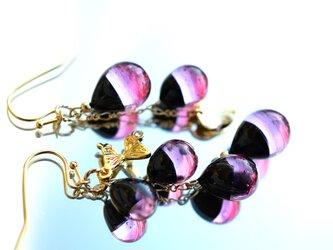 【冬季限定】ブラック×ピンク*バイカラーアシンメトリーピアスorイヤリング(ゴールド)の画像