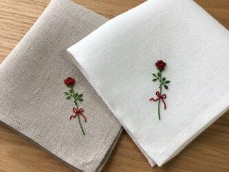 一輪の薔薇 ミシン仕立てのハンカチの画像