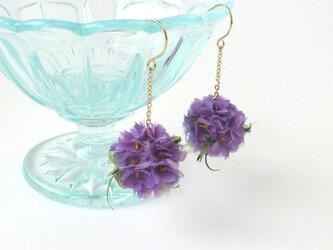 バイオレット小花のフラワーボール * シルクデシン製 * ピアスの画像