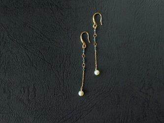 真珠とブルーグリーンダイヤモンドの耳飾りの画像