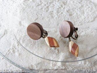 """木のいろ、揺れる耳飾り """"la pendule""""-ウォールナット×寄せ木D イヤリングの画像"""