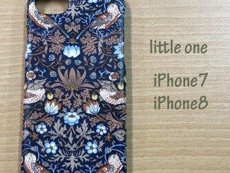 【リバティ生地】ストロベリー・シーフ茶 iPhone7 & iPhone8の画像