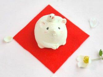 2020年の干支 子(ネズミ)の陶器の置物「ねずみと文鳥」の画像