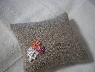 ブレスレットクッション 小さなお花の画像