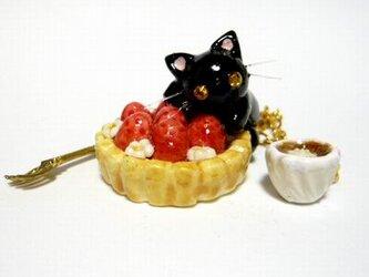 にゃんこのしっぽ○いちごタルトのバッグチャーム○猫○スイーツデコ〇黒猫の画像