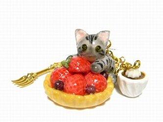 にゃんこのしっぽ○いちごタルトのバッグチャーム○猫○スイーツデコ〇アメリカンショートヘアの画像
