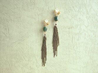 エメラルドとスピネルの耳飾りの画像