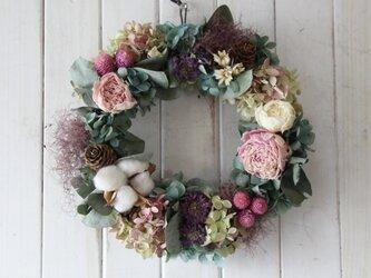 芍薬とコットンのロマンティックリースの画像