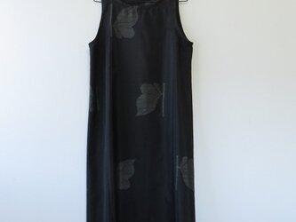 *アンティーク着物*蝶々模様泥大島紬のワンピース(Lサイズ・5マルキ)の画像