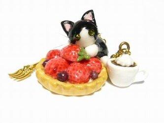 にゃんこのしっぽ○いちごタルトのバッグチャーム○猫○スイーツデコ〇はちわれの画像