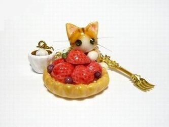 にゃんこのしっぽ○いちごタルトのバッグチャーム○猫○スイーツデコ〇茶とら白猫2の画像