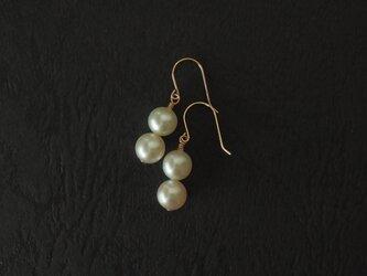 二つ真珠の耳飾りの画像