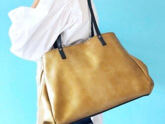 横マチふわっ トートバッグ A4 サイズ 本革 アンティーク ゴールドの画像