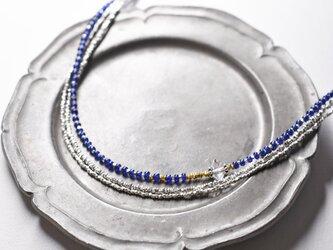 一粒ハーキマーダイヤモンドと瑠璃色アンティークビーズ、カレンシルバーの3連ネックレスの画像