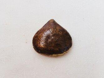栗 ブローチの画像