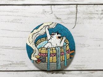 手刺繍浮世絵ブローチ*歌川周重「猫の弥二喜多八」よりの画像