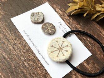 【信楽焼】 冬の楽しみ 粉引 ピアス ヘアゴム ブローチ セット 陶器 伝統工芸 イヤリングの画像