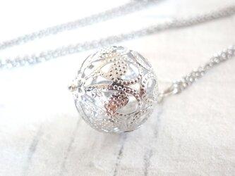 ネックレス 手毬の様なアジアン透かしビーズ シルバーの画像