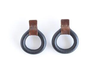 【レザーピアス/イヤリング】 Donuts〝black〟の画像