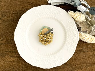 """Brooch : ブローチ """" Embroidery and flower brooch. """"  ベージュ×イエロー の画像"""