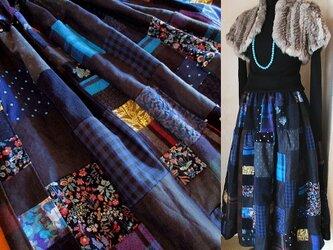 リネン 絵画なパッチワーク ボリューム ティアードスカート ネイビー ブルー 裏地付きの画像