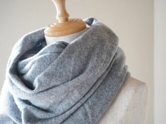 温度を纏う 純カシミヤのふわふわショールストール Grayの画像