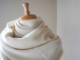 温度を纏う 純カシミヤのふわふわショールストール Whiteの画像