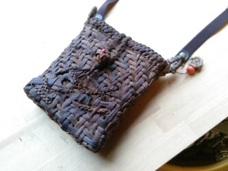 貴重な山葡萄の蔓で編んだポシェット(ショルダーバッグ)【12】の画像