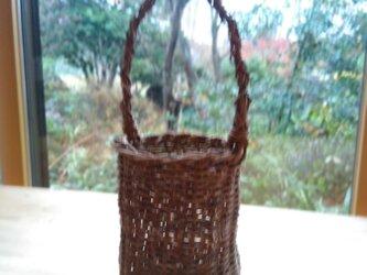 那須の山のアケビ蔓で編んだ花かご【11】とって有りの画像