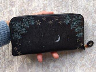 刺繍革財布『夜の森』牛革BLACK(ラウンドファスナー型)の画像