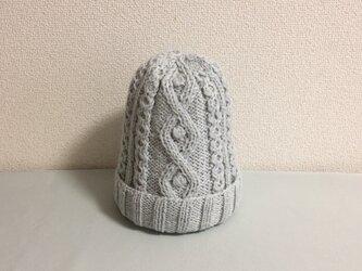 ゆったりめニット帽アルパカ×ラムウール淡いグレー水色系+ブローチの画像