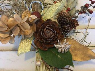 ナチュラル豪華なお正月リース飾り木の実沢山の画像