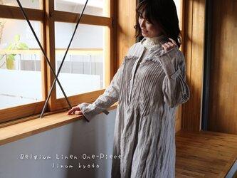 ○心地良く優しいリネン服○くったりベルギーリネンで魅せる、たっぷりピンタックフリルシャツワンピース (シルバーグレー)の画像