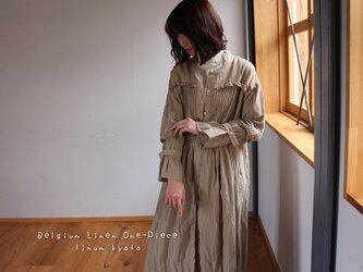 ○心地良く優しいリネン服○くったりベルギーリネンで魅せる、たっぷりピンタックフリルシャツワンピース (ベージュ)の画像