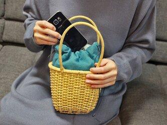 皮籐の小さなかごバッグ(内袋/ブルー)の画像