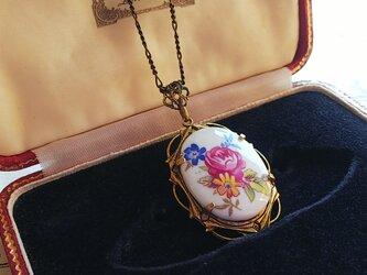 ヴィンテージ 薔薇と小花/陶器 アンティークGoldネックレスの画像