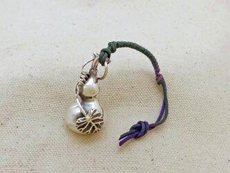 銀製の鈴 『 成り瓢箪 』 (シルバー925) 根付・バッグチャームの画像