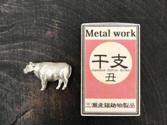 財布に入る干支・牛の画像