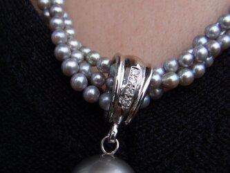 ブルー真珠のネックレスの画像