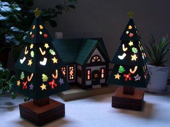 #Xmas木とガラスのクリスマスツリーの画像