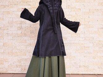 フリース素材*ロングとんがり帽子*フラワーモチーフ刺繍*フレア袖コート*dandelion*ブラック*Aの画像