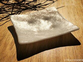 純白ガラスの大皿 -「 KAZEの肌 」● 23cm・絹目調の画像