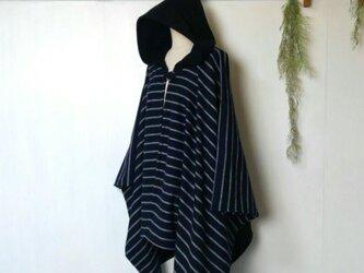 背中切替 モノトーン ポンチョ ~ 羽織る コート ジャケットの画像