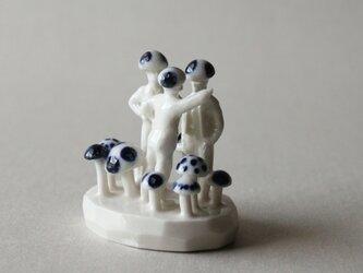 小さなヒトのオブジェ 7 (ケンカ売るキノコ、売られるキノコ)の画像