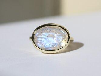 Royal Blue Moonstone Carving Ring / K10YGの画像