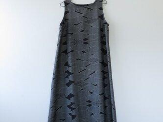 *アンティーク着物*抽象模様大島紬のワンピース(Lサイズ)の画像